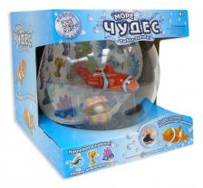 Рыбка-акробат с аквариумом